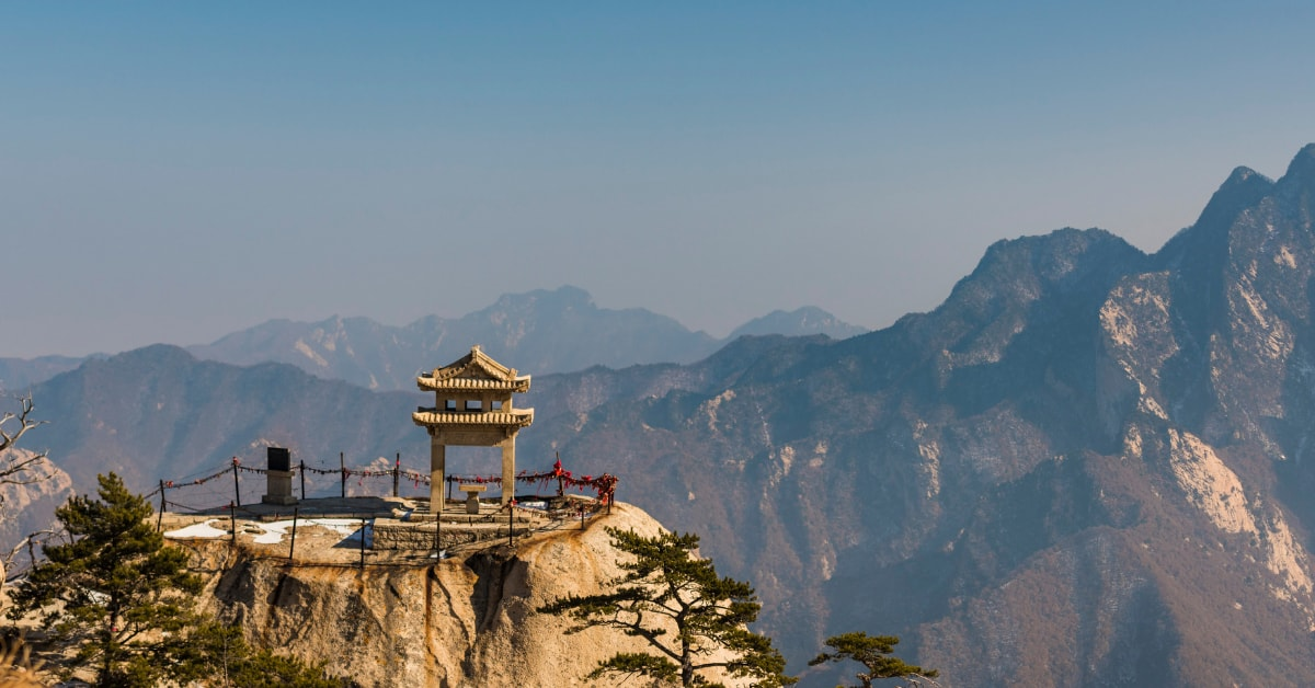 unusual things to do in China: visit hua mountain